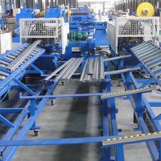 Roll shutter door making roll forming machine http://www.m-rollformingmachine.com/productimage/28644570.html