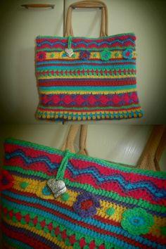 no pattern, but I think i can copy! Crochet Purses, Crochet Bags, Knitted Bags, Love Crochet, Crochet Gifts, Crochet For Kids, Knit Crochet, Caron Yarn, Crotchet Patterns