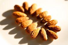 Ligia's Kitchen: Lapte de migdale Almond, Mai, Food, Drinks, Drinking, Beverages, Eten, Almond Joy, Drink