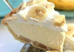 Cream Pie Easy Banana Cream Pie - quick and easy dessert with just a couple ingredients.Easy Banana Cream Pie - quick and easy dessert with just a couple ingredients. Easy Desserts, Delicious Desserts, Yummy Food, Baking Desserts, Cool Whip Desserts, Non Dairy Desserts, Easy Banana Cream Pie, Banana Cream Pie Recipe With Pudding, Banana Pudding Cheesecake