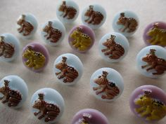 TINY VINTAGE GLASS CHILDRENS BUTTONS FROGS TOADS WEARING CROWNS 19 pcs.