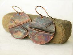 Orecchini rame rustici, piega formata gioielli, torcia licenziato finitura in tonalità terra