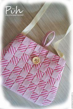 a9821f6eee99 Предлагаю вам самостоятельно сшить маленькую детскую сумочку-карман,  декорированную плетенкой из косой бейки.