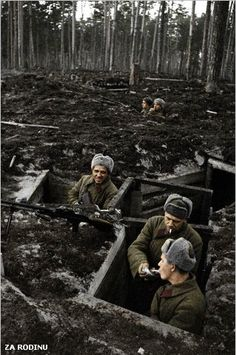 Soviet soldiers in treches ww2