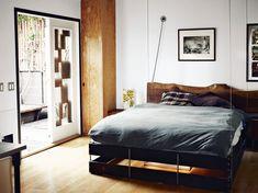Vincent Kartheiser's  580 SF LA apartment