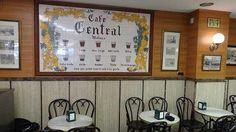 Azulejo instalado en el café Central en el que se pueden consultarse los distintos tipos de cafés.