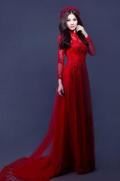 Ca sĩ chọn 5 bộ áo dài khác nhau với màu sắc đa dạng, phù hợp với cá tính của cô dâu hiện đại, thích sự nổi bật kết hợp cùng truyền thống. -  Ngôi sao