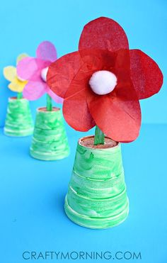 Easy spoon flower craft for preschoolers to make their mom this spring! Perfect for Mother's Day gifts!