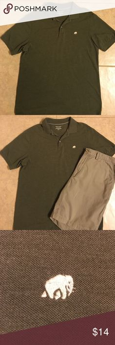 Men's Banana Republic Polo Shirt L Men's Banana Republic Polo shirt.  Large. Olive green. Like new condition! Great shirt for summer!! Smoke-free home.  Bundle and save! Banana Republic Shirts Polos