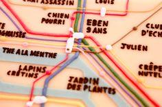 Plan du métro en pâte d'amandes sur un gâteau fraisier tagada by Pâtisserie Chez Bogato 7 rue Liancourt, Paris 14e. Ouvert du mardi au samedi de 10h à 19h. Tel. 01 40 47 03 51 Cake Design