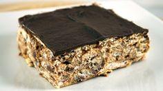 Для приготовления этого десерта нет необходимости часами взбивать и выпекать бисквиты или другие виды теста