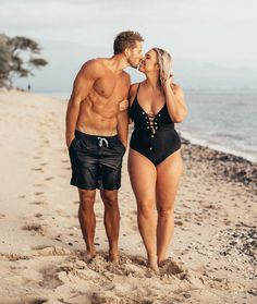 Jenna Kutcher on body positivity and her viral post: Curvy Woman Opens Up About Having 'Mr. Six-Pack' as Her Husband, Inspiring Thousands Body Shaming, Plus Size Blog, Bikini For Curves, Curvy Girl Bikini, Swimsuits For Curves, Flip Flops Damen, Mode Jeans, Mode Plus, Looks Plus Size