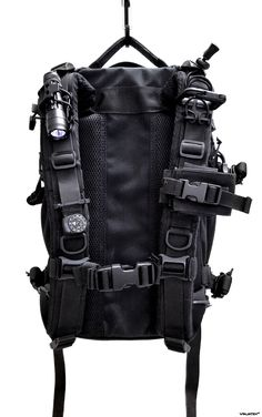 Survival Tips – What to Do When Kidnapped – Bulletproof Survival Tactical Survival, Survival Gear, Survival Skills, Survival Hacks, Survival Prepping, Tactical Equipment, Tactical Backpack, Tactical Helmet, Molle Gear