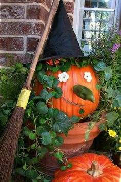 ciao! newport beach: what's on your halloween porch? Very nice excellent creativity