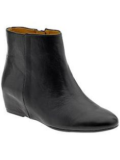 not sure i can pull it off, but have been thinking a lot about ankle boots for fall recently. (Nine West Metalina | Piperlime)