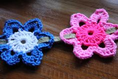 No pattern but nice idea for bunting weaving a ribbon through the flower. easily replicated.