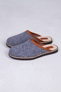 Nice grey felt slippers by classic Swedish brand Kavat, with leather details.