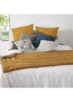 Édredon en velours et pompons (Ocre) Bed Pillows, Pillow Cases, Bedroom Decor, Furniture, Home Decor, Slow, Collection, Products, Pom Poms