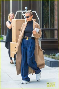 Hailey Bieber Spends Her Afternoon at the Hair Salon - Hailey Bieber Spends Her Afternoon at the Hair Salon - Mode Outfits, Fall Outfits, Casual Outfits, Fashion Outfits, Womens Fashion, Fashion Trends, Look Street Style, Street Looks, Celebrity Outfits