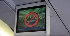 Xác nhận với Tuổi Trẻ Online chiều 27-3, đại diện Cảng vụ Hàng không miền Nam cho biết vừa xử lý vụ việc hành khách còn rất trẻ có hành vi hút thuốc lá trên máy bay, vi phạm quy định của pháp luật về vận tải hàng không.   Ngày 19-3, trên chuyến bay của Vietjet số hiệu VJ696 chặng Hải Phòng - Lâm Đồng, tiếp viên phát hiện hành khách P.L.V. số ghế 6A đã vào toilet máy bay đ�