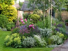 80 Beautiful Front Yard Cottage Garden Landscaping Ideas - Homekover Summer garden You are in the ri Small Cottage Garden Ideas, Cottage Garden Design, Cottage Garden Plants, House Plants, Fairies Garden, Garden Beds, Garden Art, Back Gardens, Small Gardens