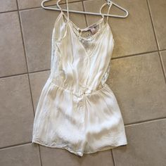 XS white lace Forever 21 Romper Perfect condition Forever 21 Dresses