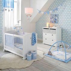 Idée déco chambre garçon bébé étoile chambre bébé blanche et bleue décoration motif nuage papier peint nuage tapis moumoutte plaid nuage ambiance chambre bébé garçon blue and white nursery cloud decoration