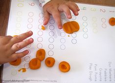 self correcting play dough work Preschool Journals, Montessori Math, Learn To Count, Play Dough, Fine Motor Skills, Counting, Dots, Printables, Learning