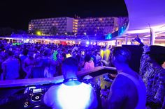 Good music & atmosphere at The Ushuaïa Tower.