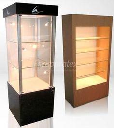 Vitrinas para un establecimiento comercial, se usan para exponer productos separados de los clientes por un cristal, suelen ser para exponer productos de elevado valor, o frágiles.