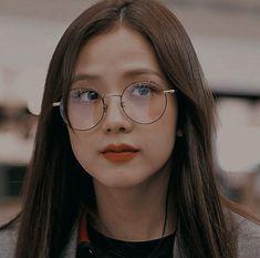 Kpop Aesthetic, Aesthetic Girl, Lisa Park, Blackpink Poster, Blackpink Funny, Lisa Blackpink Wallpaper, Kim Jisoo, Blackpink Video, Black Pink Kpop