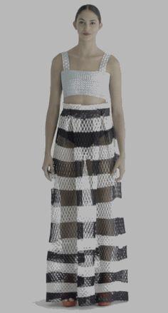 | DANIT PELEG | Ze is geinteresseerd in de invloed van de technologie in fashion design. Voor haar eigen projecten ontwikkeld ze haar eigen textiel en experimenteer ze met lazersnijder, zeefdruk en 3D printen | erg tof dat er een leuk effect aan het kledingstuk zit