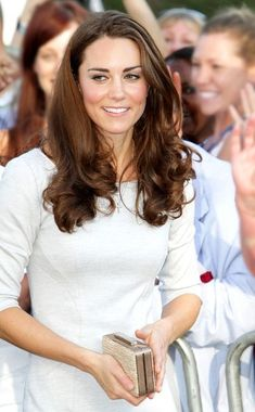 Kate Middleton Photos Photos - Prince William and Catherine, The Duchess of Cambridge depart from the Royal Marsden Hospital. - The Royals in Sutton