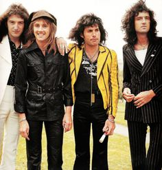 Roger's so happy! Freddie seems a bit preoccupied with his thoughts... Brian is one with the wind. And John is chillin'.