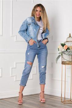 Blugi dama cu rupturi albastri cu model intors in talie Mom Jeans, Capri Pants, Fashion, Moda, Capri Trousers, Fashion Styles, Fashion Illustrations