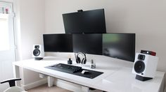 Home Office Furniture: Choosing The Right Computer Desk Gaming Computer Setup, Gaming Room Setup, Pc Setup, Desk Setup, Computer Desks, Computer Technology, Technology Gadgets, Home Office Setup, Home Office Design