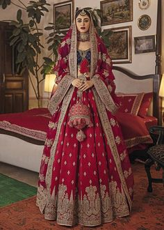 Bridal Dupatta, Bridal Mehndi Dresses, Wedding Lehnga, Bridal Dresses Online, Indian Bridal Outfits, Indian Fashion Dresses, Pakistani Wedding Dresses, Desi Wedding, Wedding Ideas