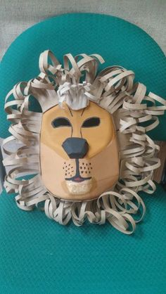 Mascara León en material reciclado