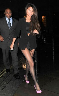 Selena Gomez works those pink pumps as she leaves a London nightclub.