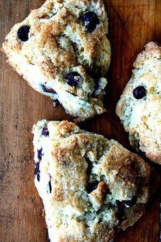 Buttermilk Blueberry Scones, via Alexandra's Kitchen. via Tartine. *I just made these scones and they were AMAZING! Breakfast Scones, Breakfast Recipes, Dessert Recipes, Scone Recipes, Blueberry Breakfast, Tartine Recipe, Little Lunch, Tasty, Yummy Food