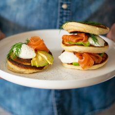 American Pancakes met zalm en avocado | Bakken.nl Avocado, Salmon Y Aguacate, American Pancakes, Almond Flour, Nutella, Hamburger, Peanut Butter, About Me Blog, Told You So