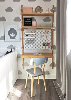 Discover recipes, home ideas, style inspiration and other ideas to try. Mini Desk, Easy Wood Projects, Kids Room Design, Baby Bedroom, Kidsroom, House Beds, Diy For Kids, Bookcase, Corner Desk