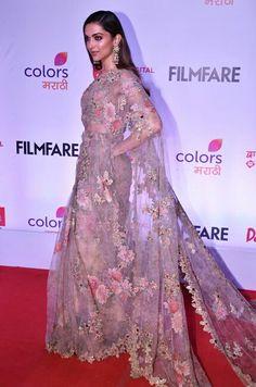 Filmfare Awards Marathi Deepika Padukone looks gorgeous in a saree Deepika In Saree, Sabyasachi Sarees, Indian Sarees, Silk Sarees, Lehenga, Bollywood Celebrities, Bollywood Fashion, Bollywood Actress, Indian Dresses