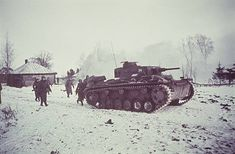 2. WW., eastern front, Soviet union , Theater of war - Army group center: Battle of Moscow Oct.41-Jan.42: German tanks and infantry advancing onto a village in the district of Wolokolamsk / Klin. December 1941Foto: Arthur Grimm - pin by Paolo Marzioli