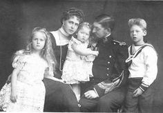Queen Marie of Romania, King Ferdinand and their children