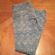 Printed Jeans Light colored jeans with white print. Never worn. Forever 21 Jeans Skinny