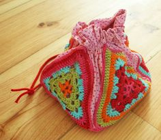 Mix a little crochet and sewing with this cute lunch bag - granny square on the bottom with 4 granny triangles on the 4 sides, sewn to a drawstring bag...so cute and could be completely crocheted if you can't/don't sew.