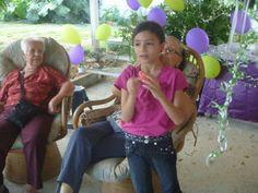 Naty con las abuelas