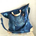 Handbags - I think they were my first fashion love (and if I had design skills, I would love to beco Jean Purses, Purses And Bags, Jeans Recycling, Denim Handbags, Denim Purse, Denim Ideas, Old Jeans, Recycled Denim, Fabric Bags