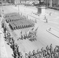 Russian troops march through the Schwarzenbergplatz during the Victory Day Parade in Vienna. Austria, Postwar, War Machine, World War Ii, Vienna, Troops, Ww2, Paris Skyline, Past